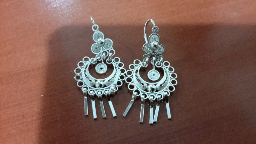 check out my fancy new Ecuadorian earrings...LOVE THEM!