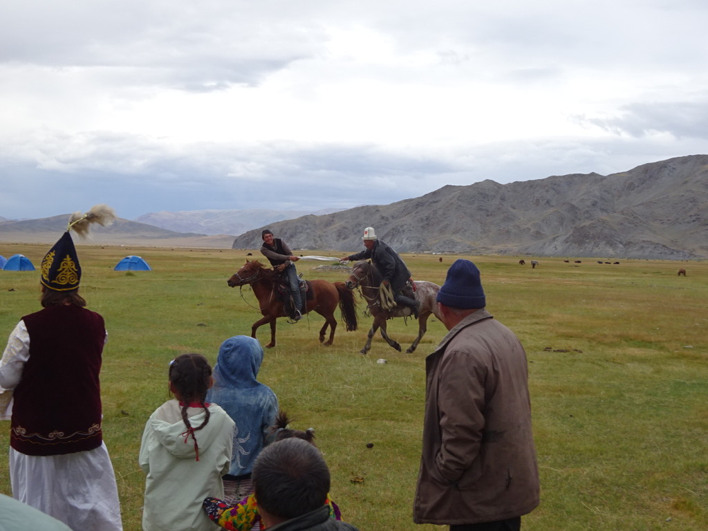 Finally, tug-o-war while on horseback. This was just unbelievable as they pulled and tugged, went in circles, arms bent behind and then over their heads.