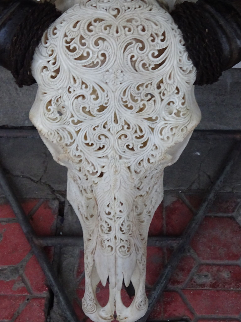 These bone carvings were very popular in Bali. We could imagine them in som hippster bar back home.