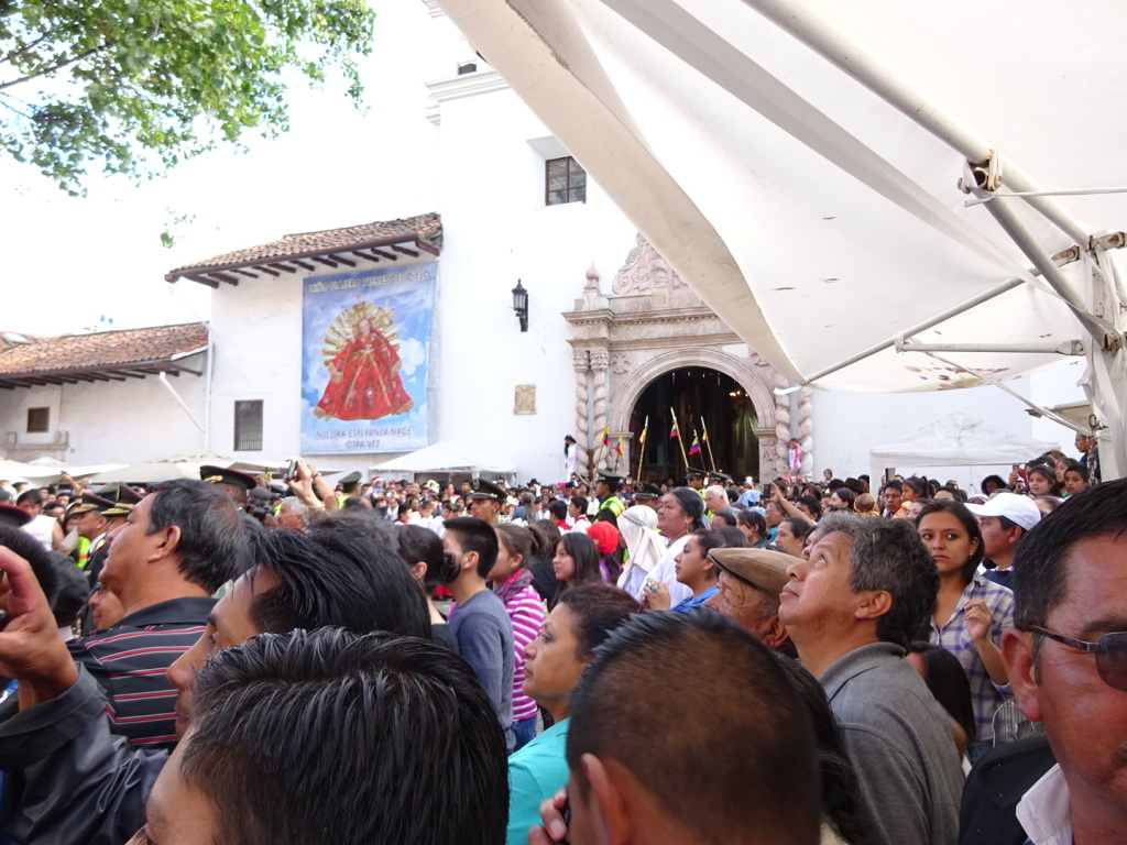The crowd in front of the church.