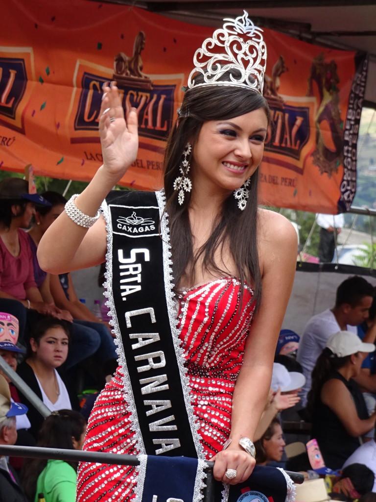 Lots of queens and junior queens. This is Seniorita Carnaval!