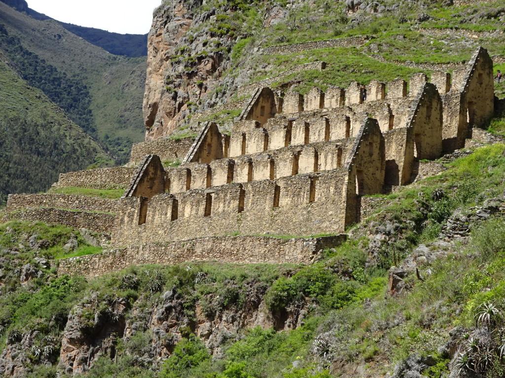 First ruins on the way to Maccu Pichu.