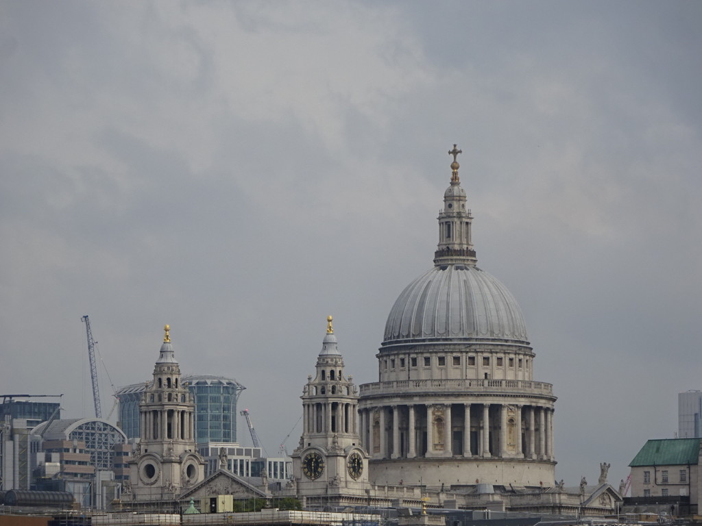 St. Paul's - just one of many a giant cathedral in this part of the world.
