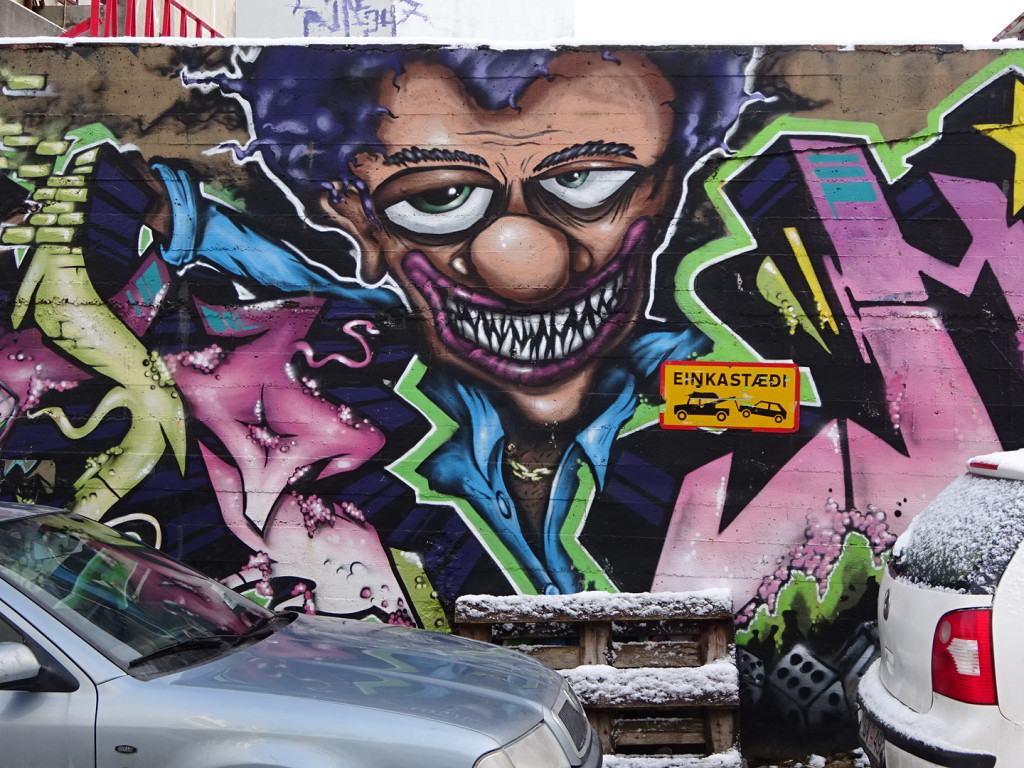 This is one of the few pieces we've seen with interesting graffiti...though unfortunately the design was too big to show the graffiti in the photo! Darned cars blocking the way of quality art. Hah!